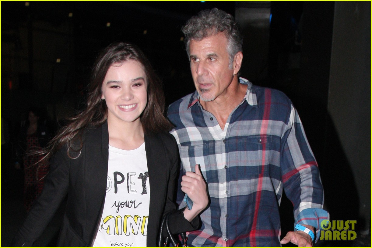 hailee steinfeld bruno mars has my heard 02