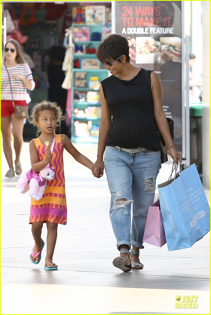 halle berry pregnancy colored involvement on x men 202924501