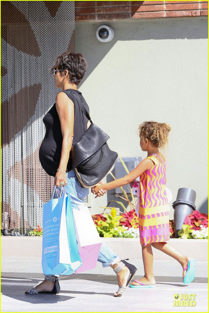 halle berry pregnancy colored involvement on x men 36