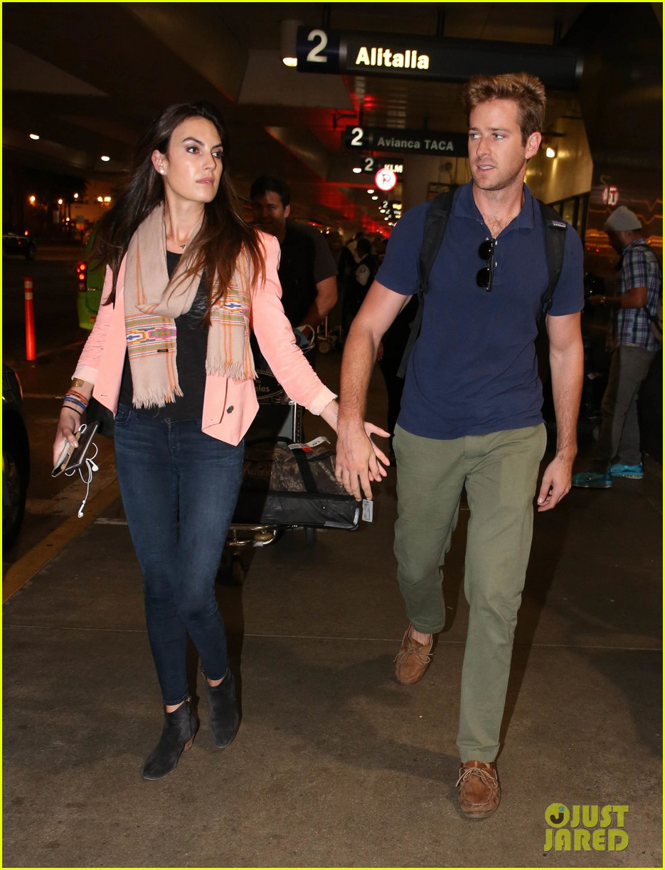 armie hammer elizabeth chambers post b day lax arrival 012940540