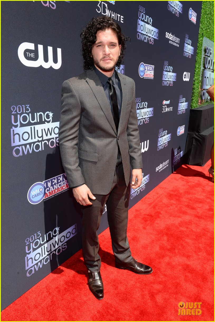 kit harington young hollywood awards 2013 red carpet 09