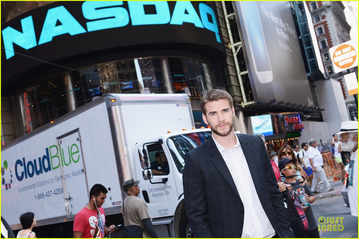 liam hemsworth i was pranked during paranoia love scene 112925011