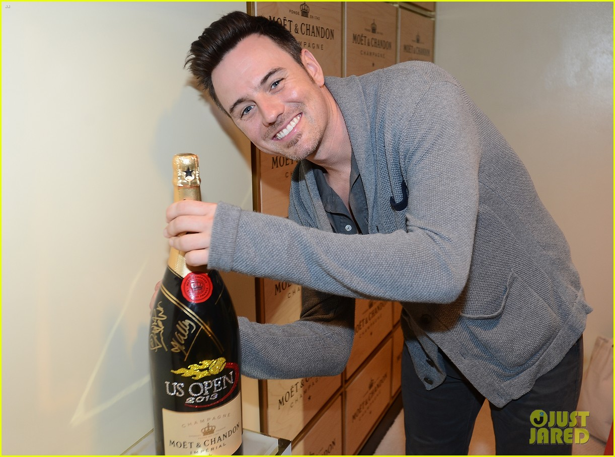 megan hilty debra messing smash reunion at us open 15