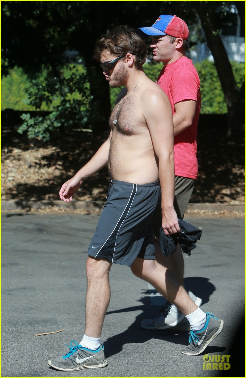 emile hirsch shirtless fryman canyon park hike 12