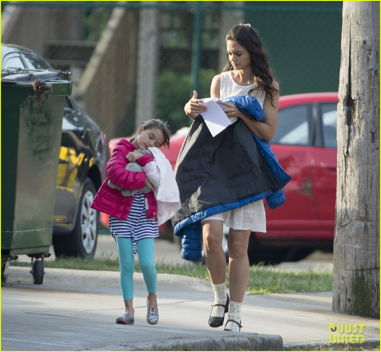 katie holmes goes vintage for miss meadows with suri 042938318