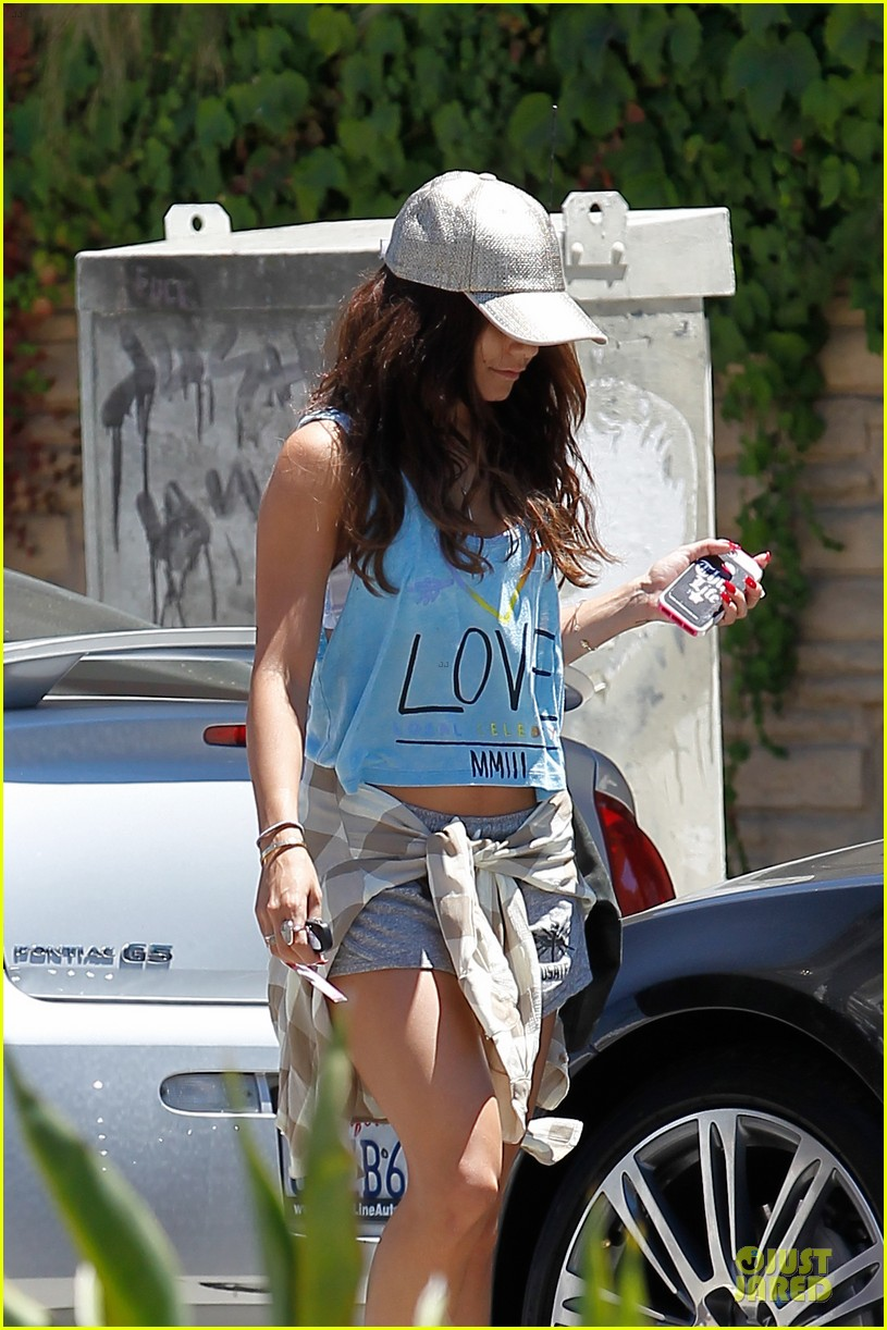 vanessa hudgens spreads love for happy monday 022924457