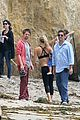 kate hudson flashes abs while filming pilates workout video 05