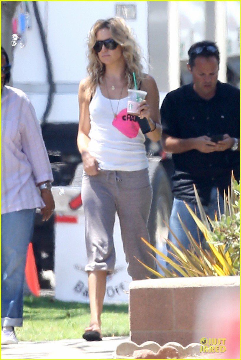 kate hudson wears two outfits on wish i was here set 142931801