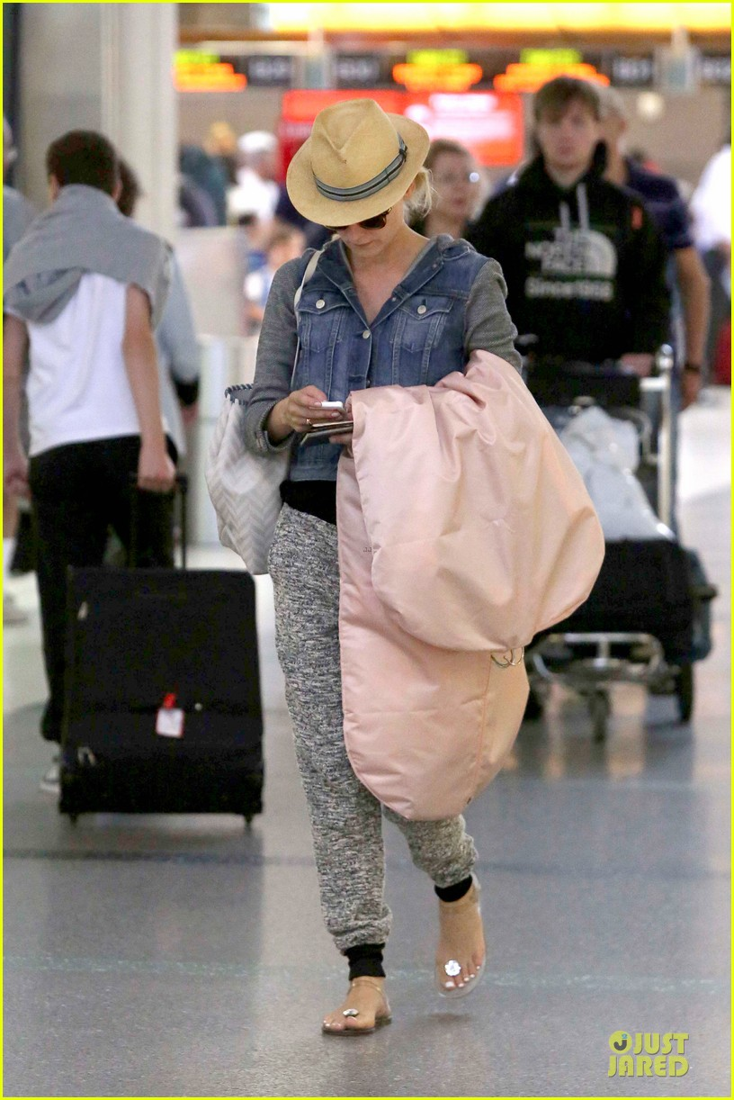 joshua jackson cruches to lax airport with diane kruger 032933542