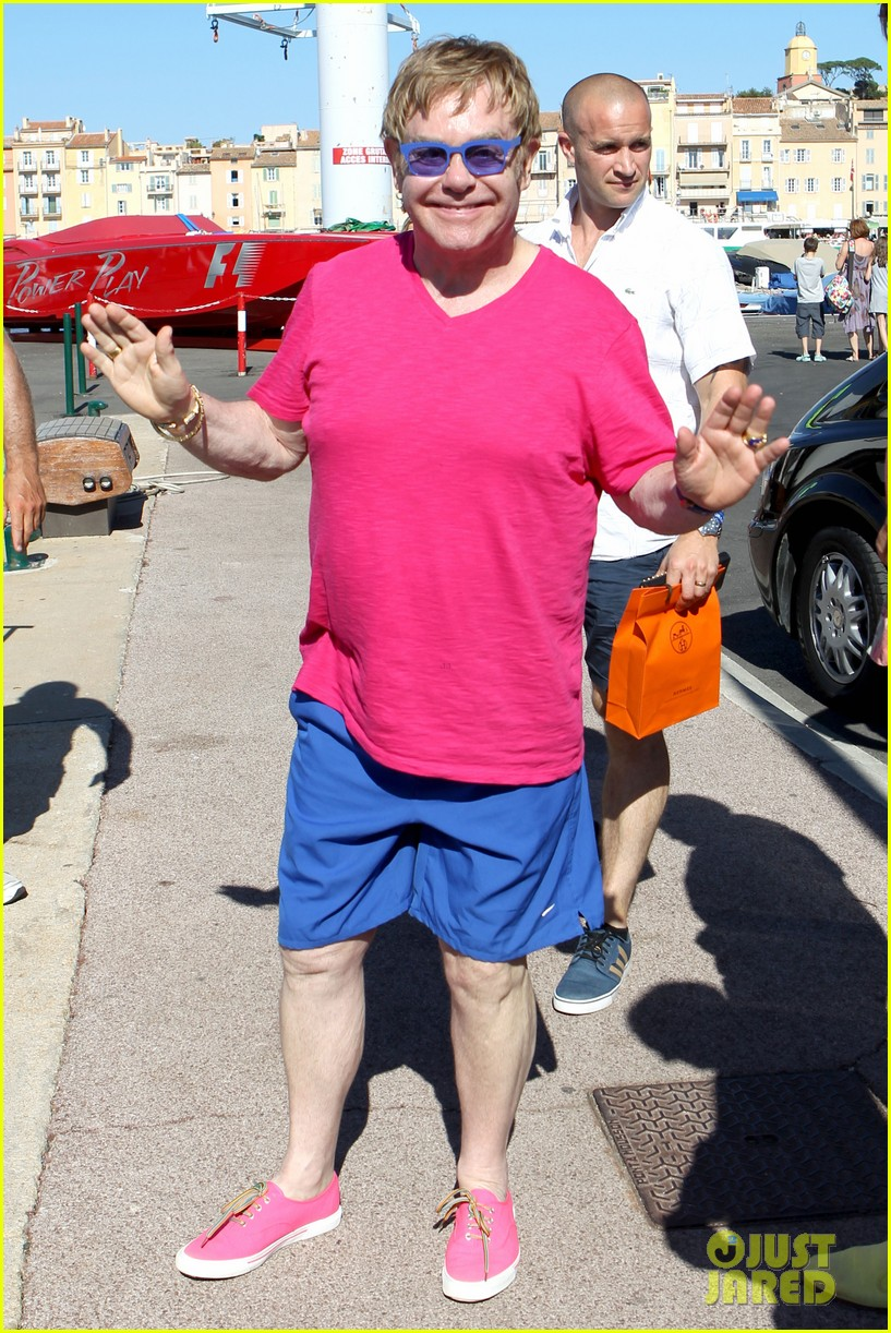 elton john vacations after appendicitis recovery 032929249