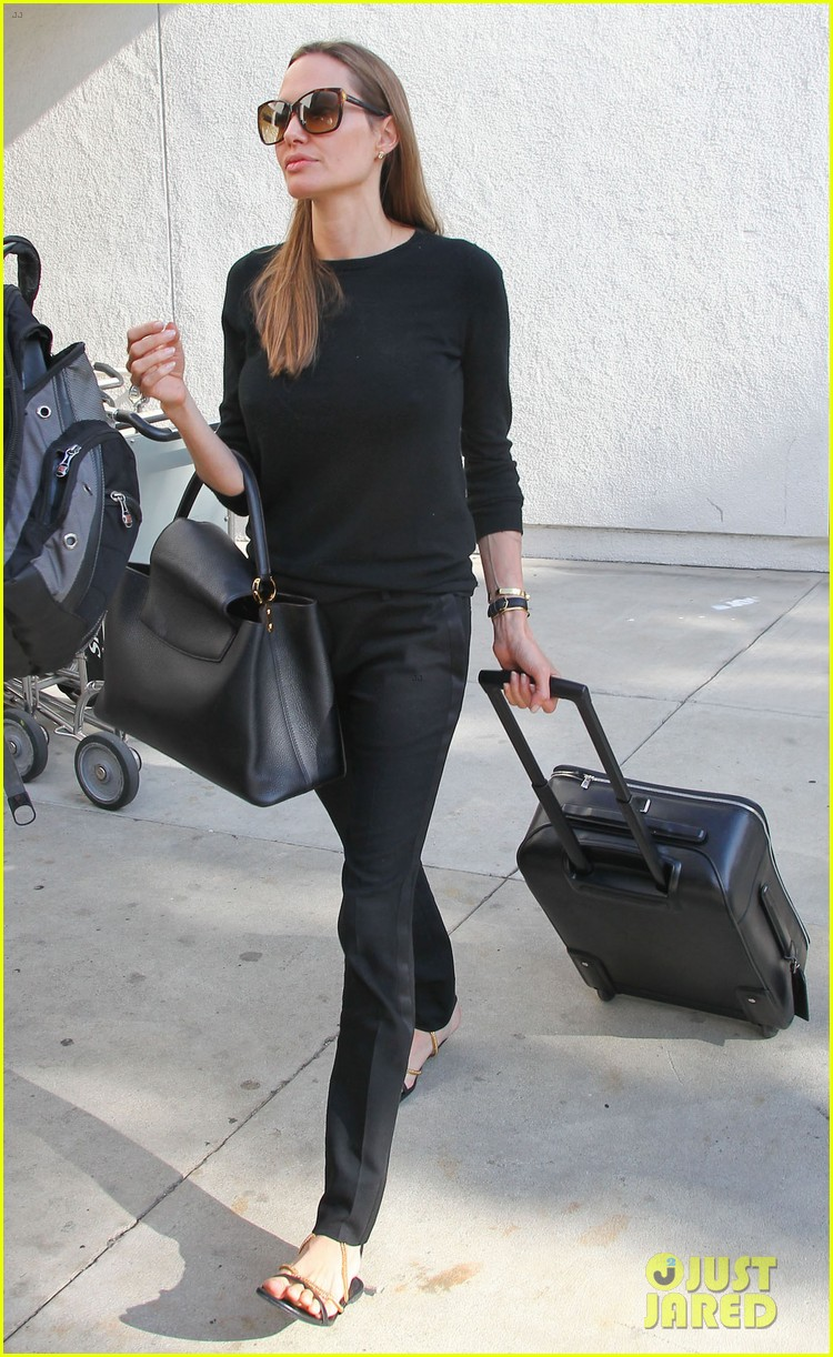 angelina jolie lands in los angeles with maddox 112931037