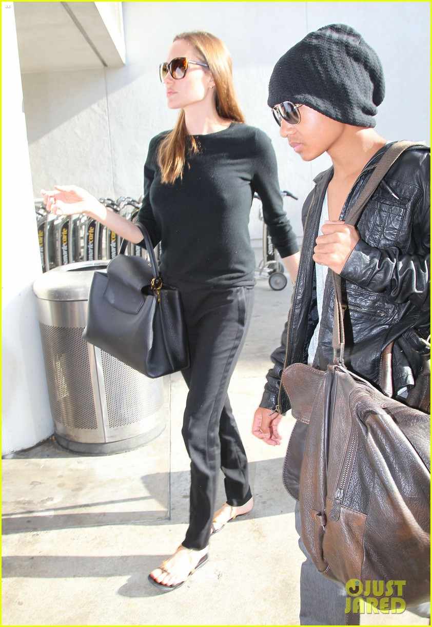 angelina jolie lands in los angeles with maddox 17