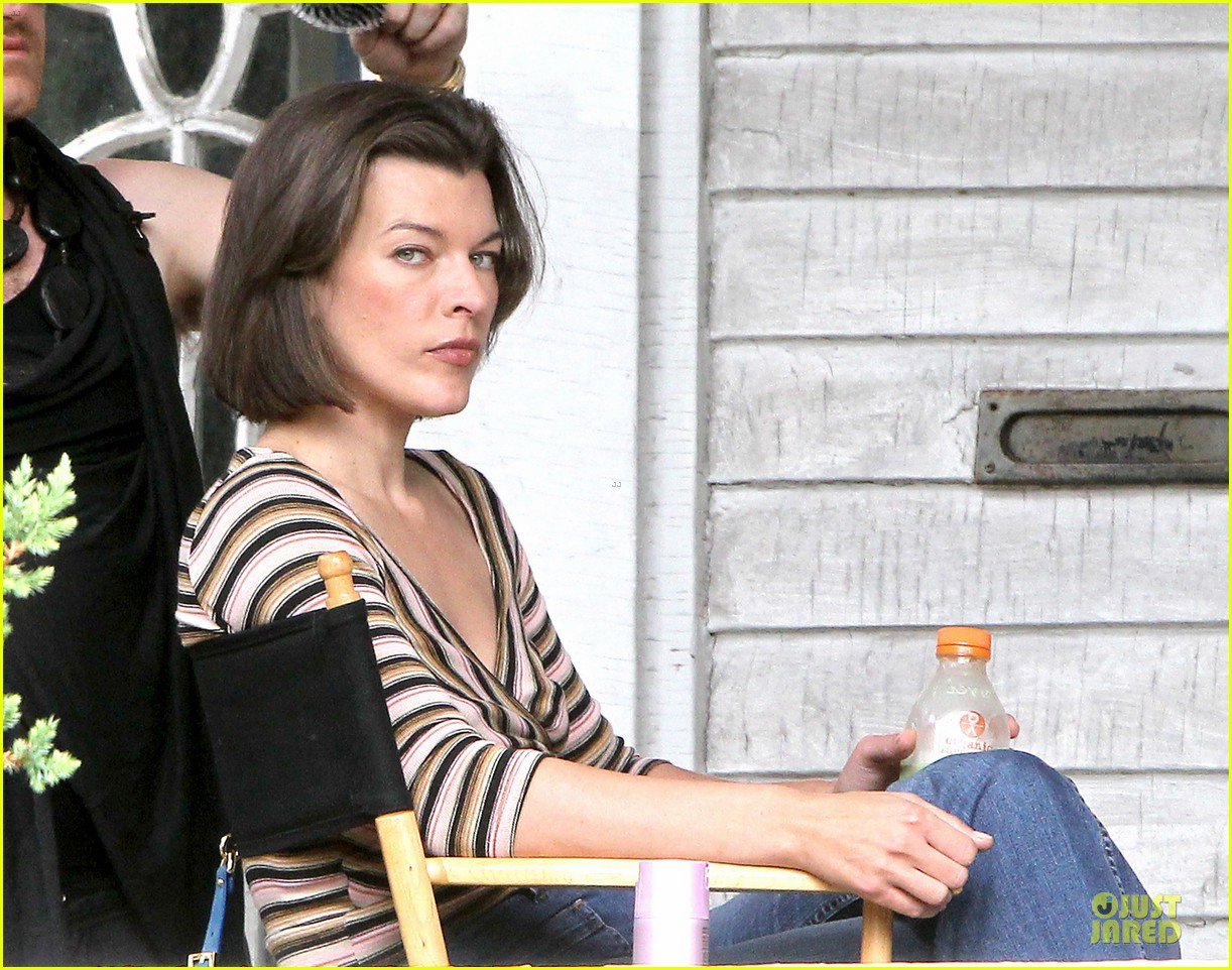 milla jovovich sports bra revealing sheer top 02