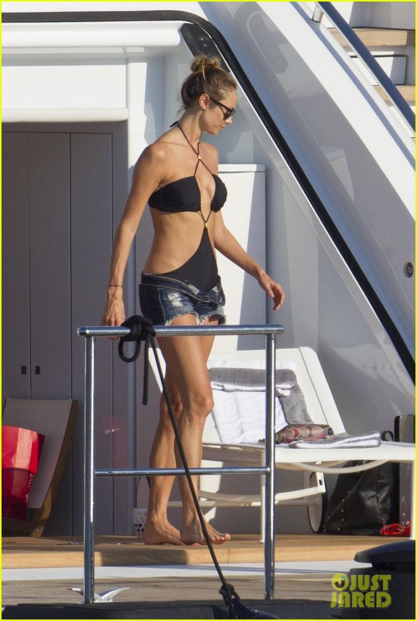 stacy keibler naomi campbell bikini babes in ibiza 04