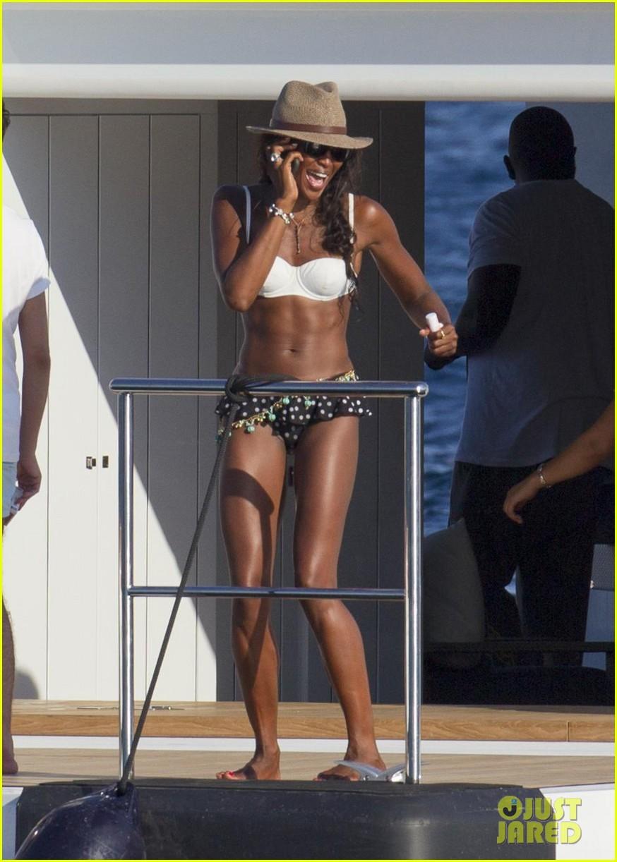 stacy keibler naomi campbell bikini babes in ibiza 07