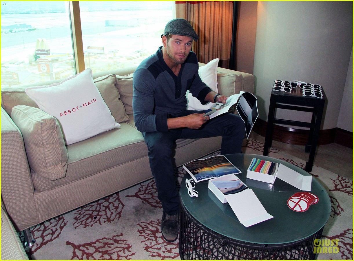 kellan lutz abbot main promotion in las vegas 102933741