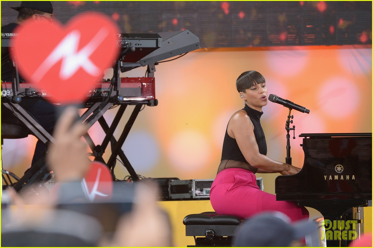 alicia keys performs for good morning americas concert series 26