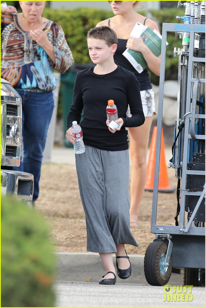 joey king debuts super short haircut for wish i was here 15