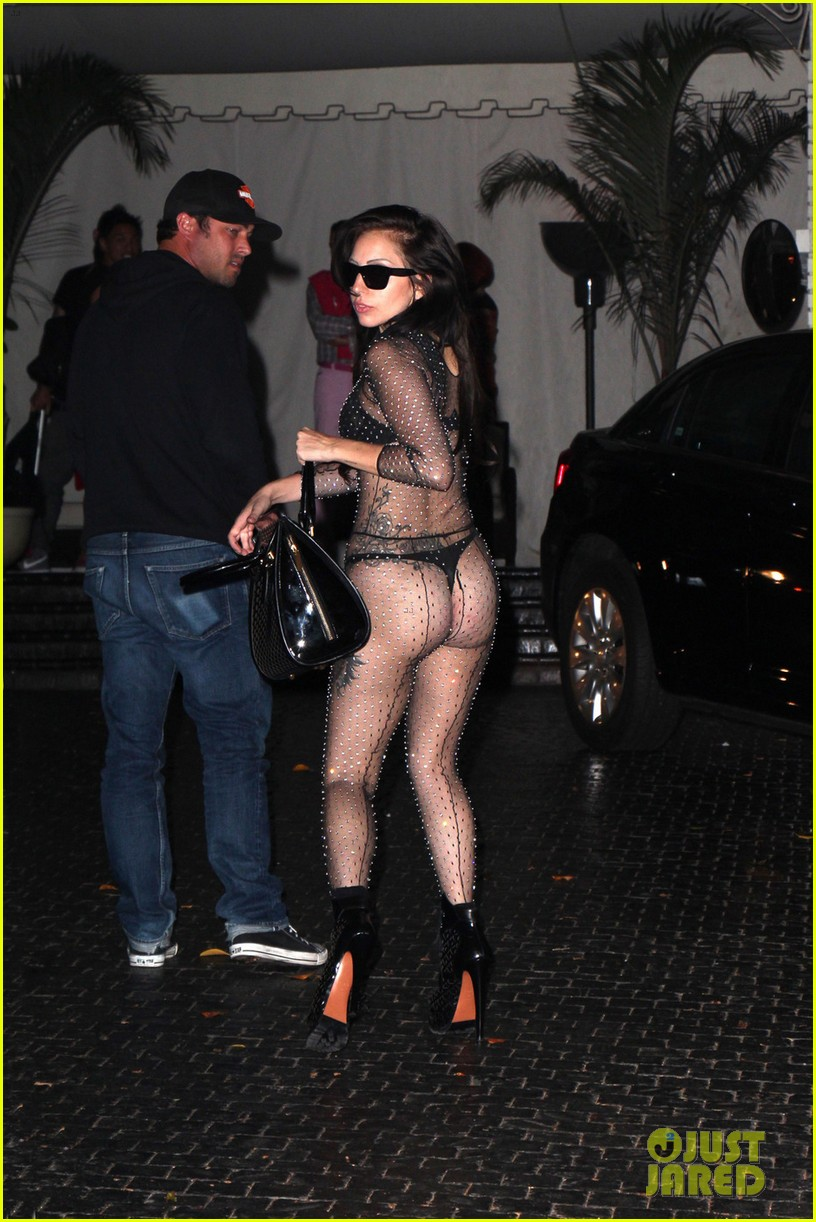 lady gaga bares butt for date night with taylor kinney 01