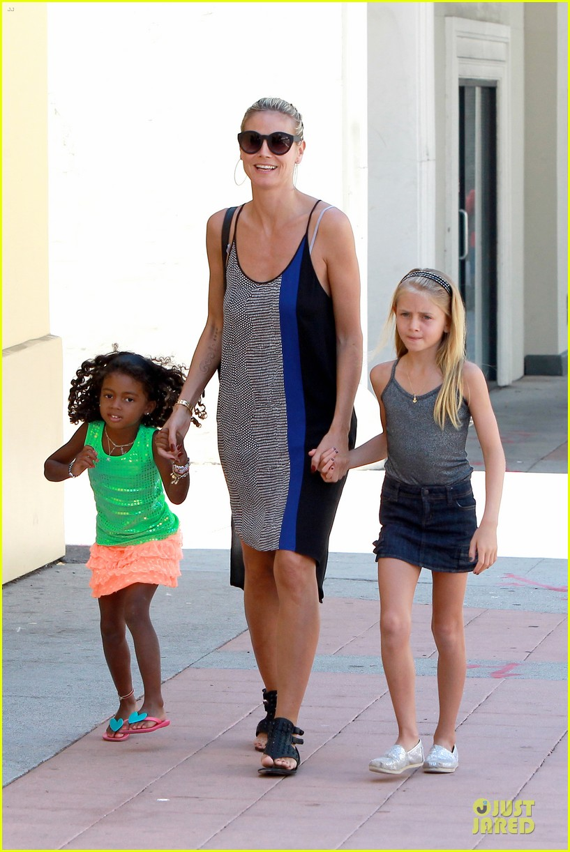 heidi klum martin kirsten beach bike ride with kids 19