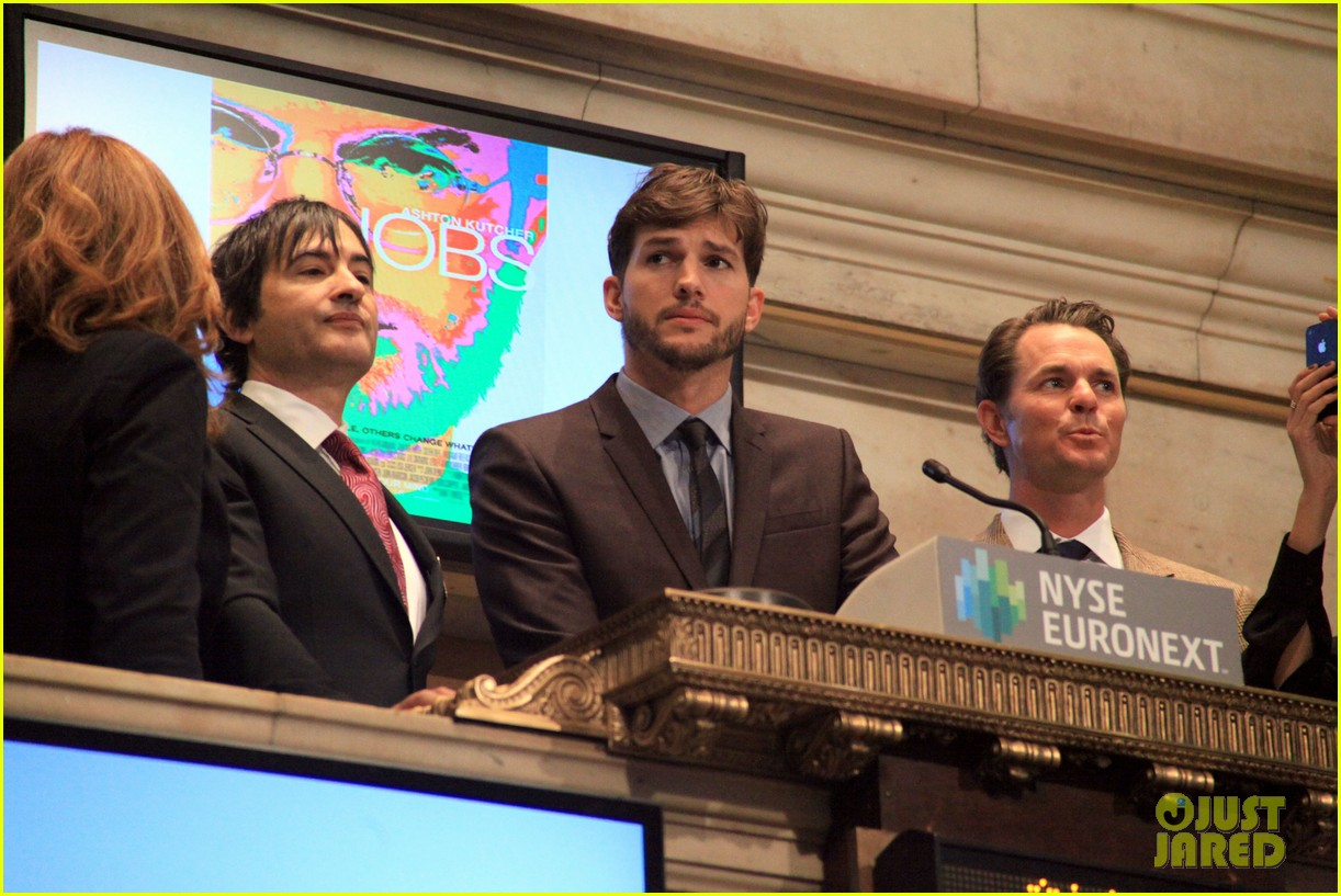 ashton kutcher rings new york stock exchange bell 08