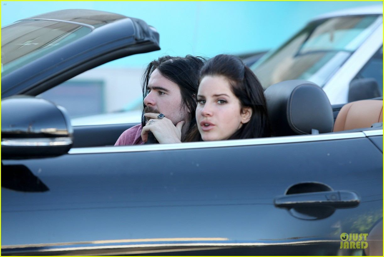 lana del rey barrie james oneill snack on soda in hollywood 042926991