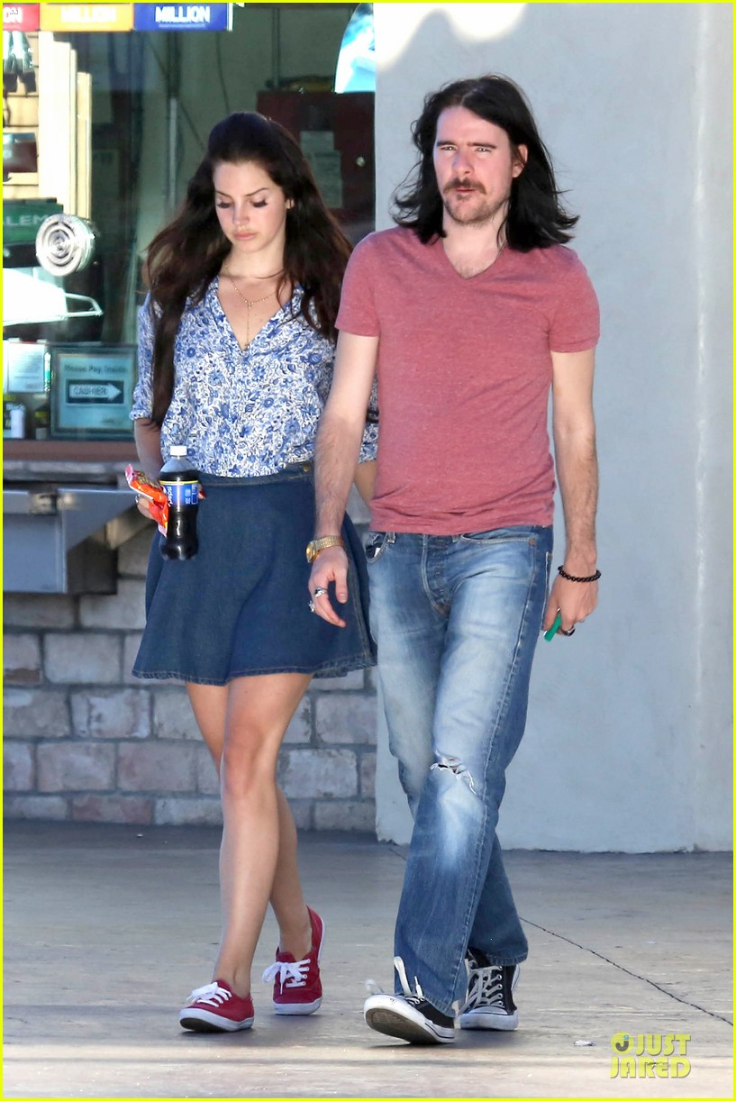 lana del rey barrie james oneill snack on soda in hollywood 07