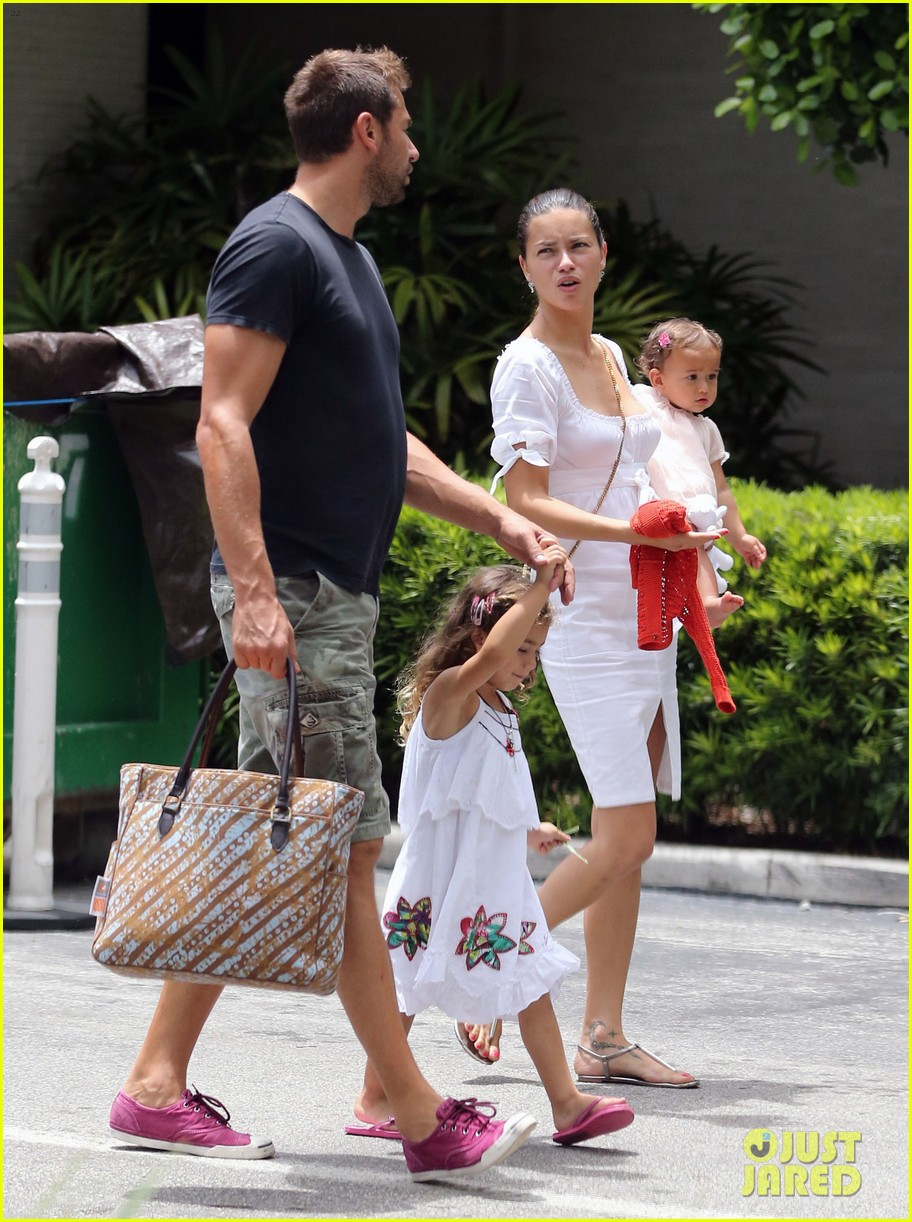 adriana lima spends relaxation day with her family 11