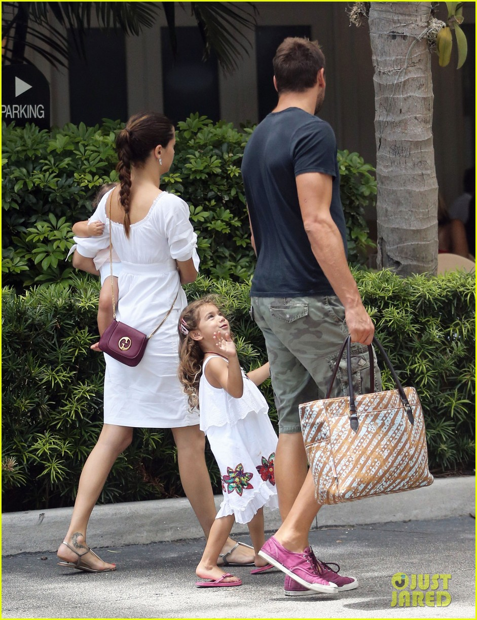 adriana lima spends relaxation day with her family 12