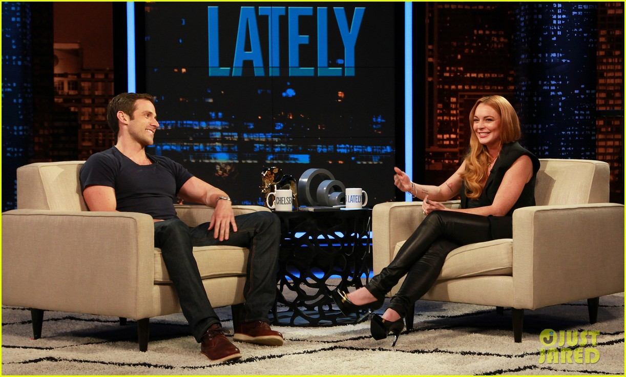 lindsay lohan hosts chelsea lately 03