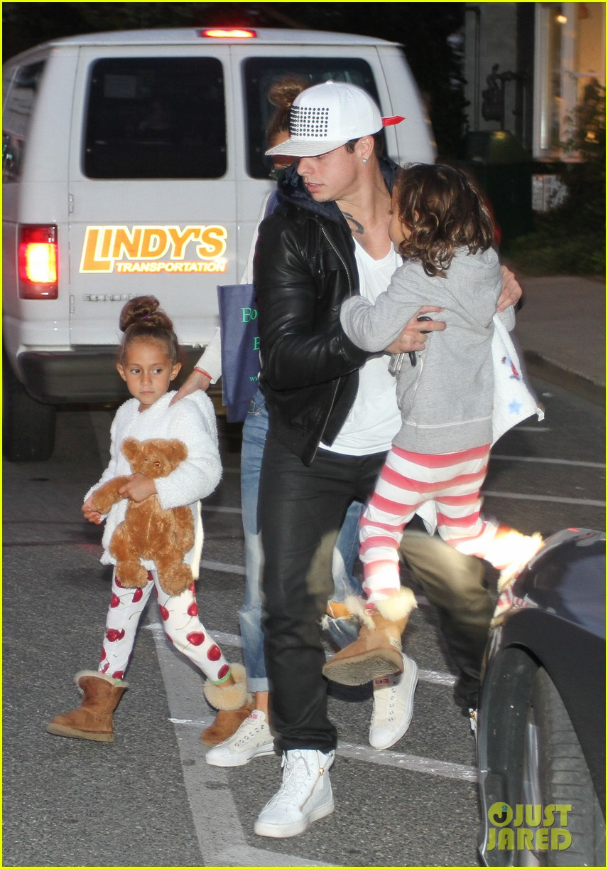 jennifer lopez bookhampton stop with casper the twins 03