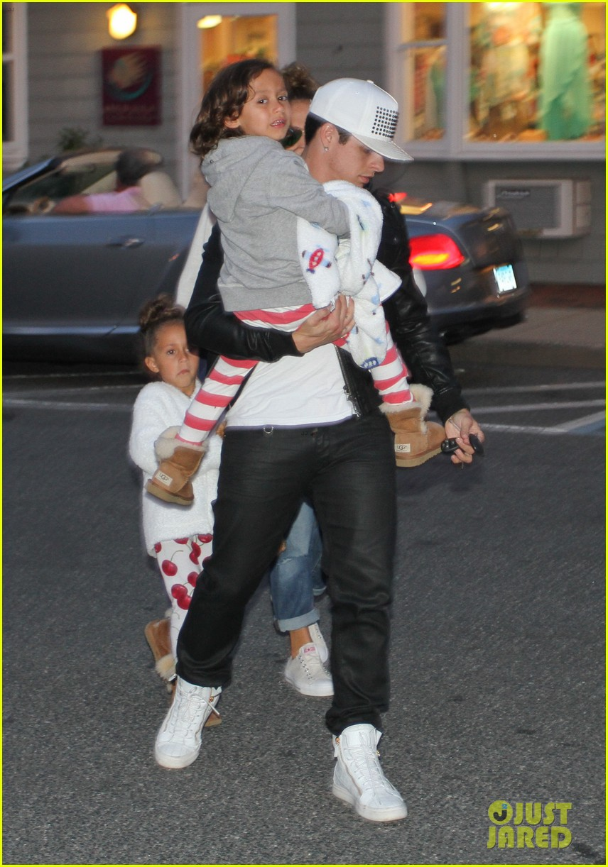 jennifer lopez bookhampton stop with casper the twins 04
