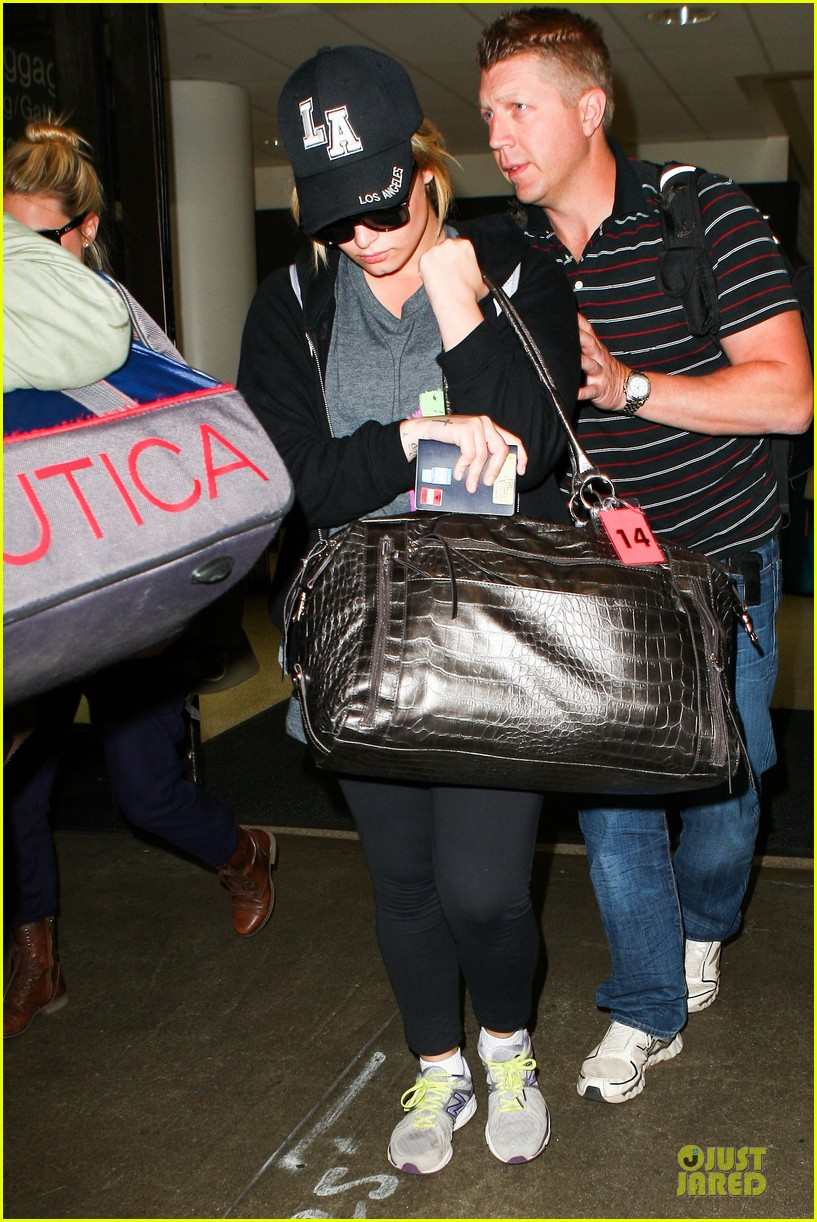 demi lovato itching to get back to kenya 05