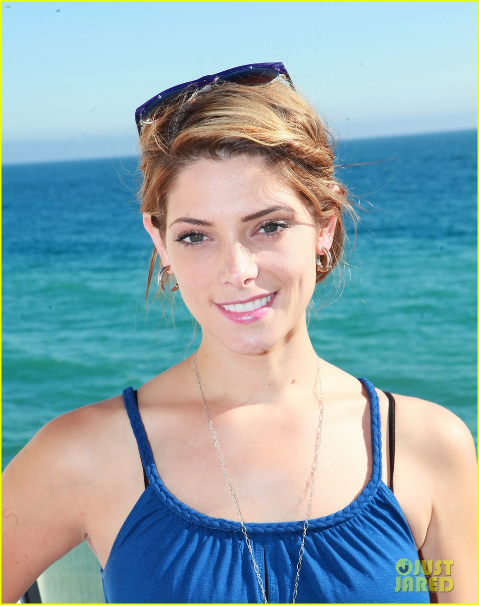 kellan lutz abbot main launch with ashley greene 04