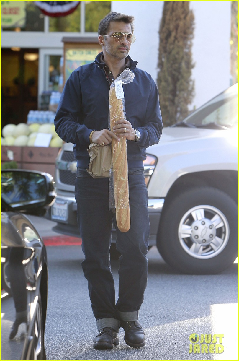 olivier martinez buys two baguettes in one week 07