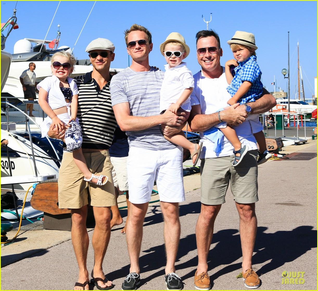 neil patrick harris shirtless vacation with david burtka twins 03