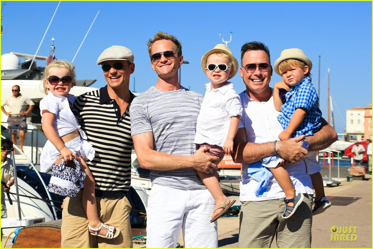 Neil Patrick Harris Shirtless Vacation With David Burtka Twins | Short