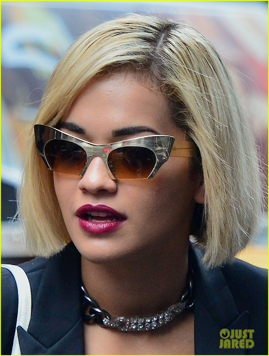 rita ora homebound after new york city trip 042940596