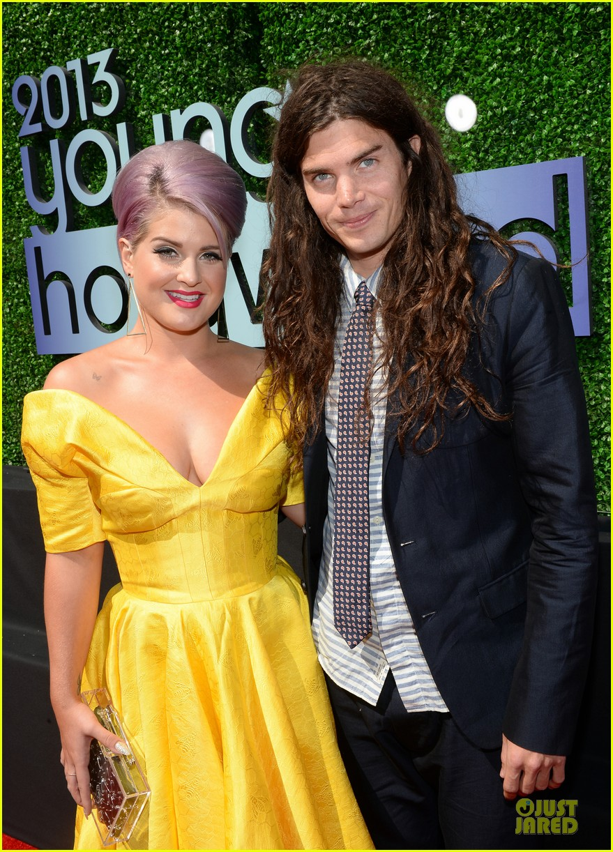 kelly osbourne matthew mosshart young hollywood awards 2013 red carpet 04