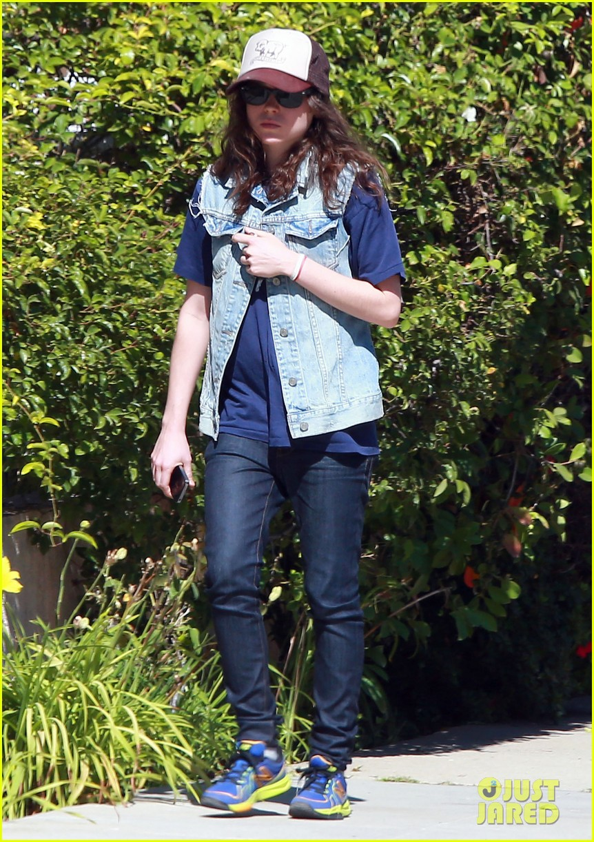 ellen page grocery shops after caution tape day 08