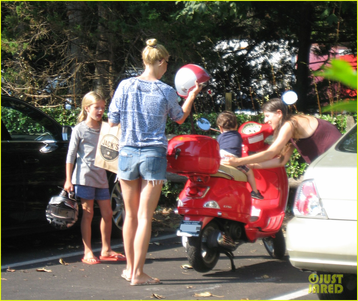 gwyneth paltrow apple moped to coffee shop 082934005