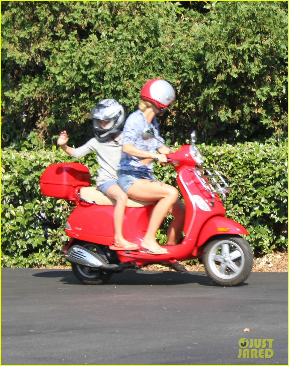 gwyneth paltrow apple moped to coffee shop 192934016
