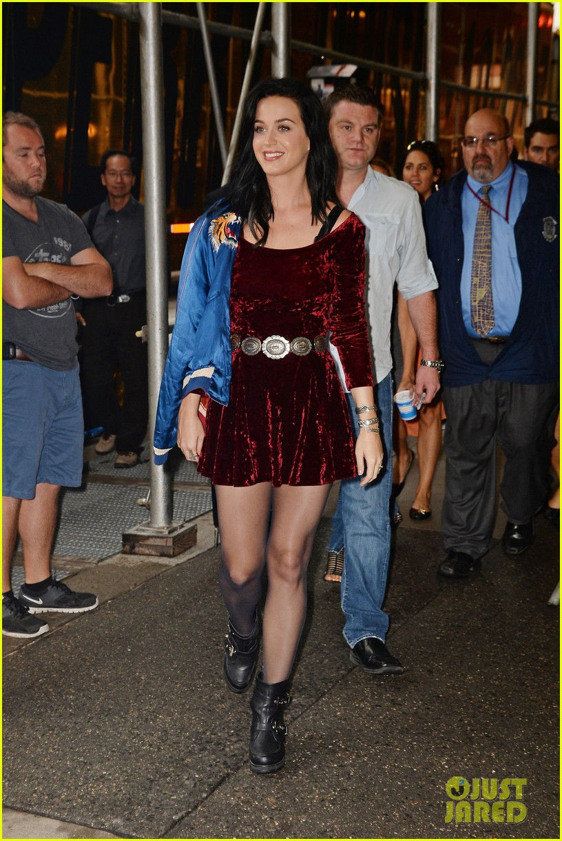 katy perry roars in new york city for z100 visit 07