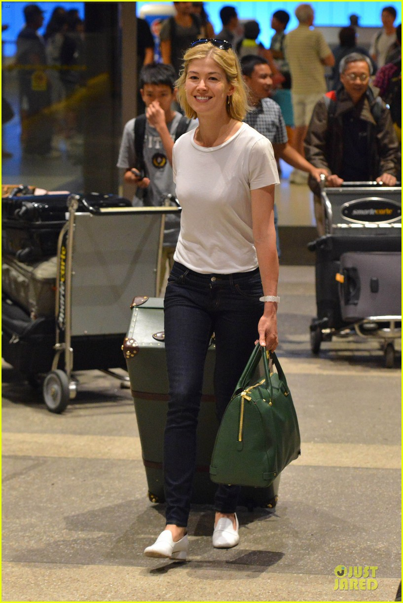 rosamund pike lax arrival after gone girl casting news 07