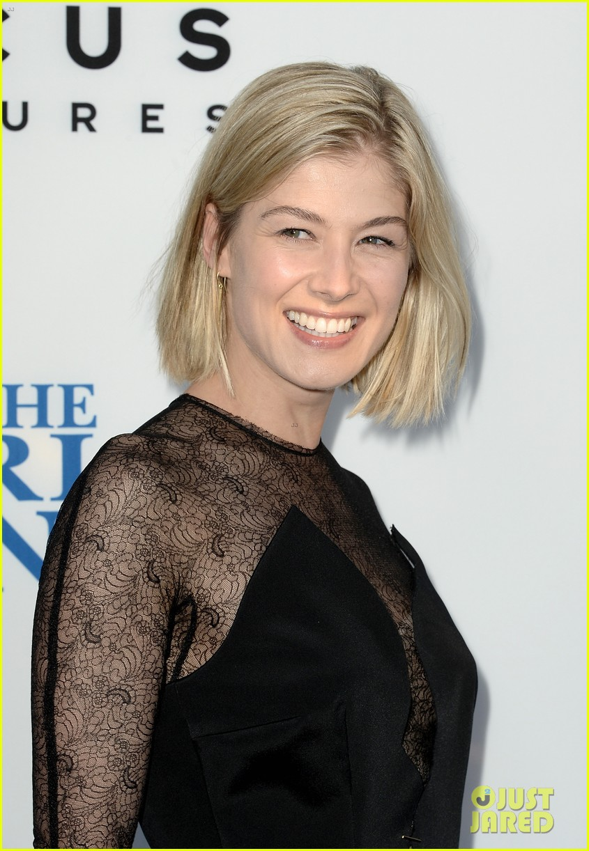 rosamund pike simon pegg worlds end premiere 042935163