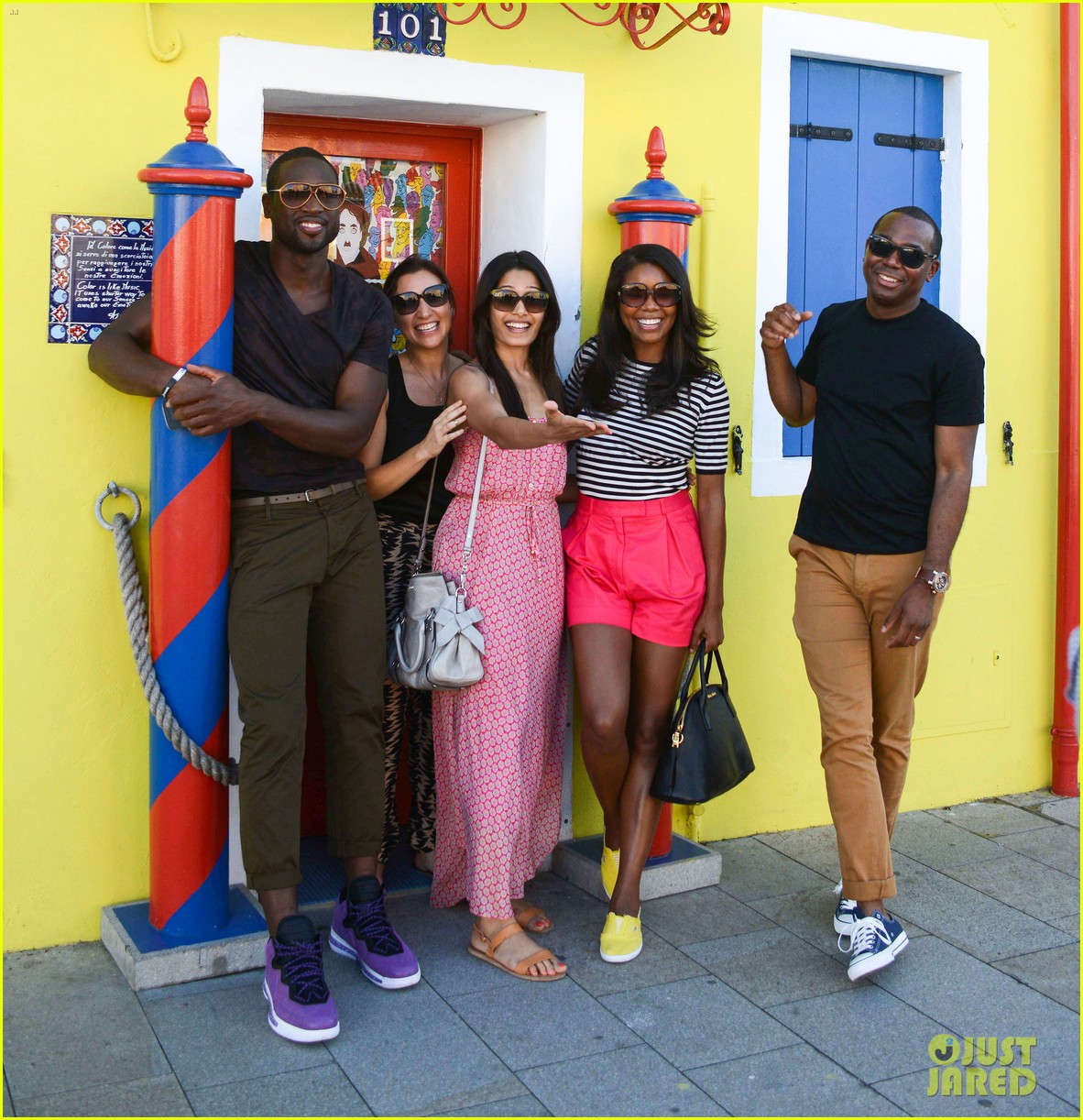 freida pinto venice sightseeing with gabrielle union dwyane wade 032941058