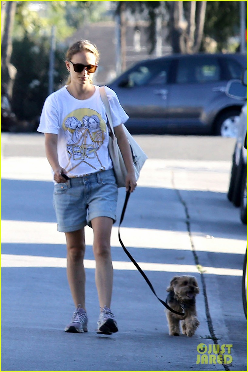 natalie portman wears big star band tee to walk whiz 152932410