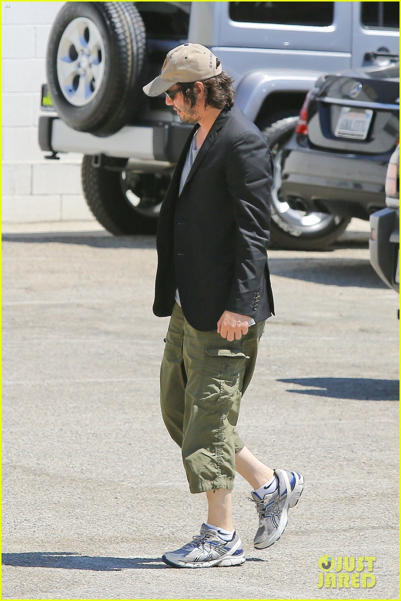 keanu reeves wears interesting outfit at the gym 10
