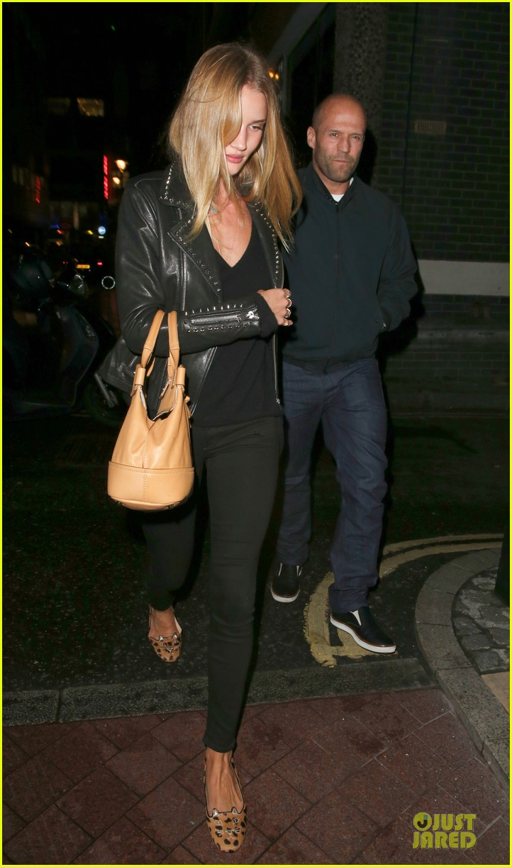 rosie huntington whiteley jason statham hold hands after london dinner 03