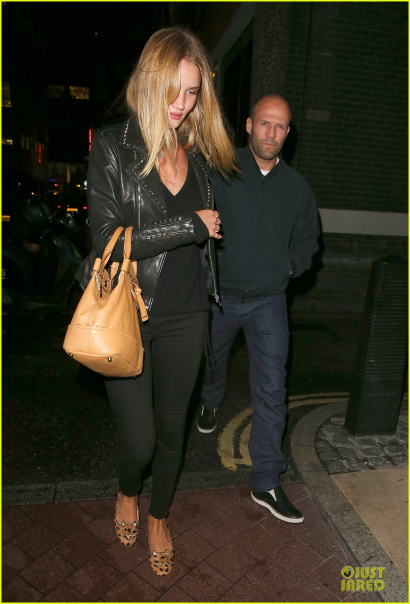 rosie huntington whiteley jason statham hold hands after london dinner 06